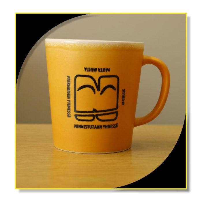 Oranssi kahvikuppi Funlus Oyn logolla.