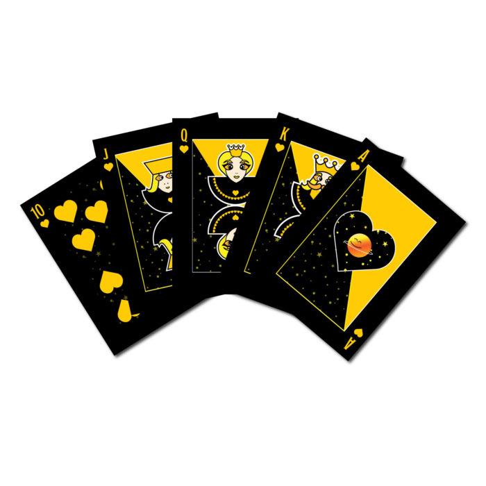 Viisi pelikorttia, jotka muodostavat värisuoran.